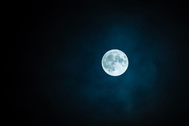 Superluna dei fiori 26 maggio, ecco come ammirare la Luna in versione extralarge