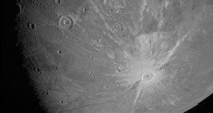 Crateri e fratture sulla Luna: ecco dove e cosa sta succedendo nel Sistema Solare