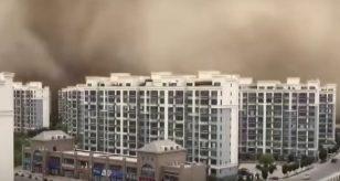 Tempesta di sabbia travolge la città di Dunhuang, ecco cosa è successo (VIDEO)