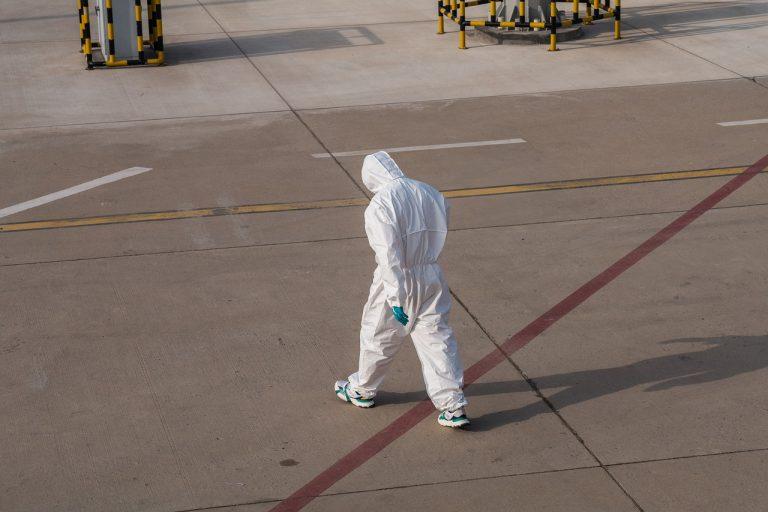 Coronavirus, scoppia un focolaio nel sud Italia: numerosi contagiati tra operatori e infermieri. Ecco cosa sta succedendo